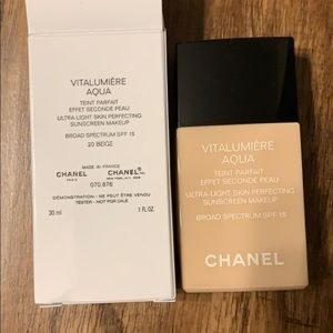 Chanel Vitalumiere Aqua Foundation 20 Beige
